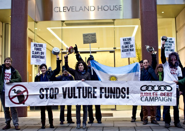 Protest outside the offices of vulture fund Elliott / Jubilee Debt Campaign
