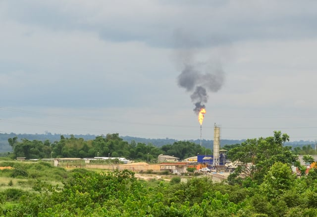 The M'Boundi oil field in the Republic of Congo, owned by Italian multinational company ENI (Flickr / jbdodane, January 2014)